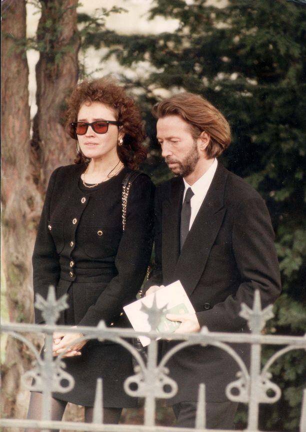 Lory Del Santo ja Eric Clapton Conorin hautajaisissa.