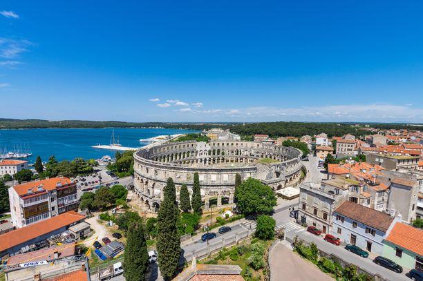 Kroatian Pulassa näkyy Italian läheisyys ja italialainen tunnelma.