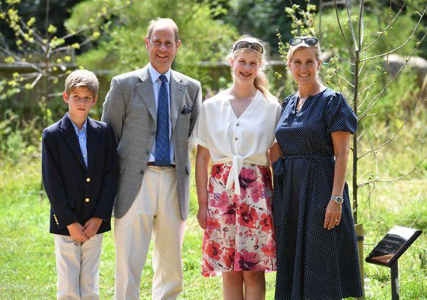 Prinssi Edwardin perhe kaipaa uusia työntekijöitä.