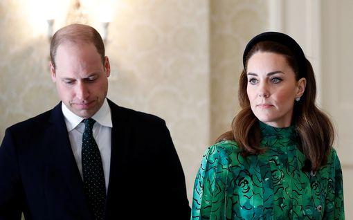 Asiantuntija: Kohuja pelkäävä kuningatar pitää Williamia ja Catherinea visusti silmällä