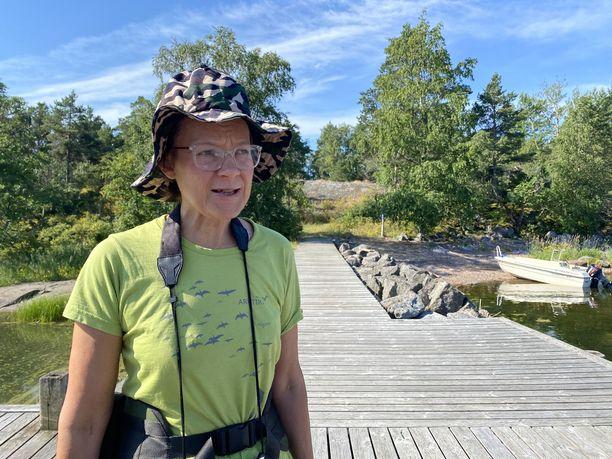 Eräopas Kirsi Kalliolla on riittänyt tänä kesänä opastettavia, vaikka Ulko-Tammioon on järjestetty tavallista vähemmän meriretkiä.