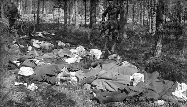 Kuvan ammutut naiset ovat Hennalan vankileiriltä.