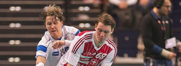 Mika Kohonen (vas.) on valittu neljä kertaa maailman parhaimmaksi pelaajaksi.