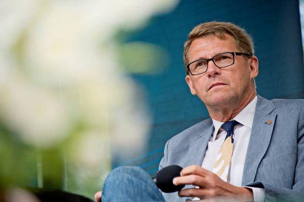 Matti Vanhasella (kesk) on diplomaattipassi entisenä pääministerinä.