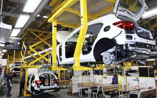 Uudenkaupungin autotehtaalla yt-neuvottelut – 90 päivän lomautus uhkaa työntekijöitä