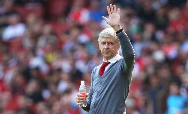 Arsene Wenger jättää pikkuhiljaa jäähyväisiä Arsenalille.