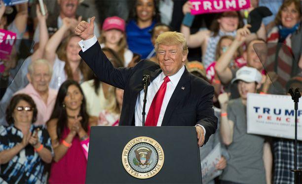 Donald Trump puhui Pennsylvaniassa 29. huhtikuuta. Hän oli tuolloin ollut tasan 100 päivää presidenttinä.