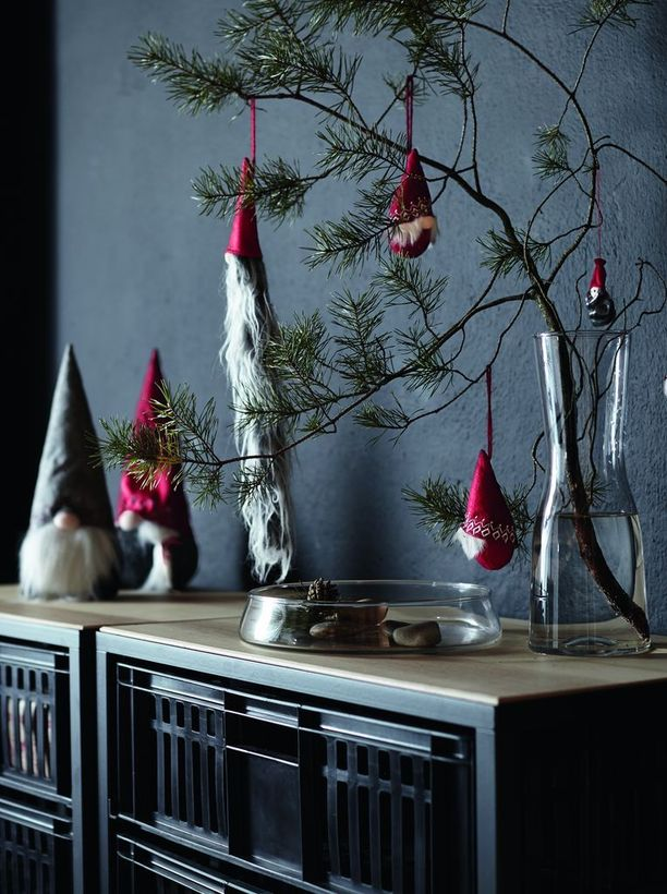 Punalakkiset tontut ovat perinteisintä, mitä Ikean joulu tänä vuonna tarjoaa.