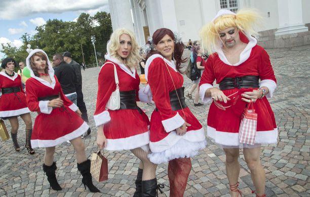 Kesäkuiseen juhlaan osallistuivat myös joulumuorit.