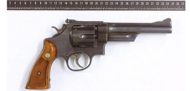 Tässäkin tapauksessa venäläiseen rulettiin käytettiin kuvituskuvan mallista .357-kaliiberista revolveria.