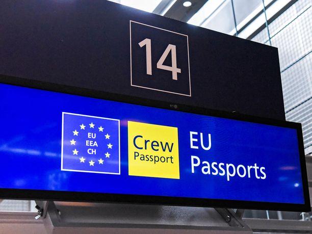 Suomen asettamien matkustusrajoitusten piirissä olevien maiden kansalaiset voivat jatkossa päästä Suomeen toisen EU-maan kautta, sillä jokainen EU-maa päättää tuoreesta suosituksesta huolimatta itsenäisesti ulkorajojensa avaamisesta.