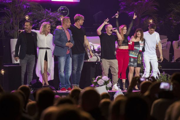 Vain elämää -konsertissa nähtiin monipuolinen artistikattaus Suomen eturivin artisteja.