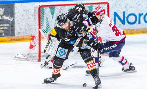 Jani Hakanpää on koko kauden ajan lukeutunut Kärppien ehdottomiin luottomiehiin.