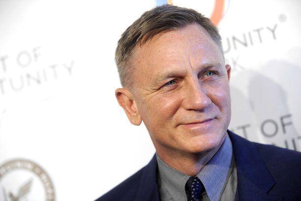 Daniel Craig jatkaa James Bondina.