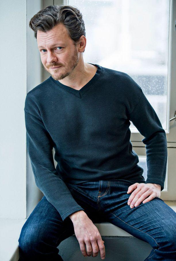 Ville Tiihonen näyttelee elokuvassa luuseri-pahista.