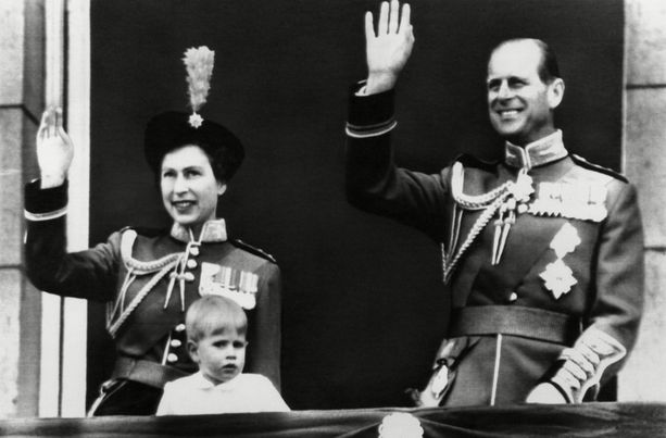 Prinssi Edward on edustanut perheensä kanssa pienestä pitäen.
