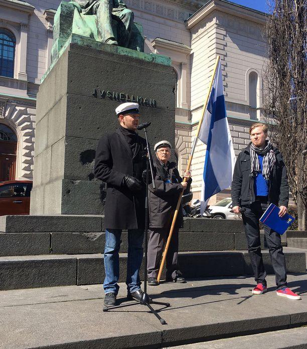 Perussuomalaisten puheenjohtajaksi pyrkivän Sampo Terhon mukaan perussuomalaisten pitää olla ilon ja toivon liike niille suomalaisille, jotka ovat menettäneet uskonsa koko järjestelmään.