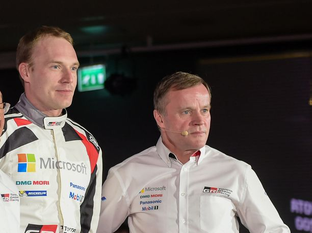Tommi Mäkinen (oik.) joutui soittamaan Jari-Matti Latvalalle rauhoitellakseen tätä Saksan MM-rallin aikana.