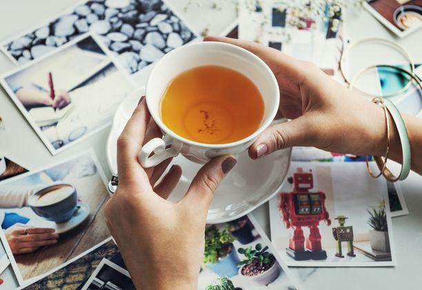 Kohtuullinen kahvin ja teen juominen voi pitää muistia virkeänä. Kohtuullinen tarkoittaa muutamaa kupillista päivässä.