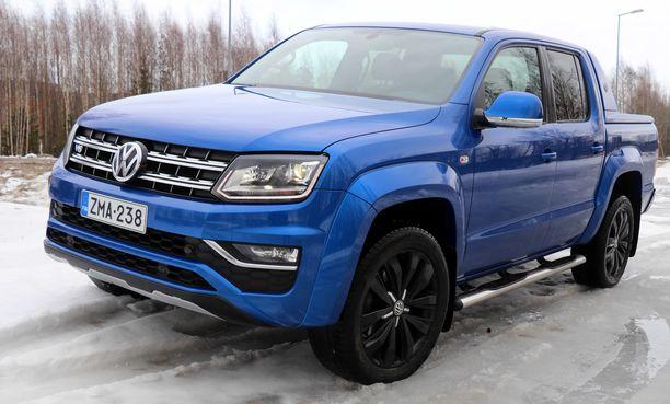 Amarok Aventura on runsaasti varusteltu ja ajoautomme konehuoneessa jyrisi malliston tehokkain diesel.