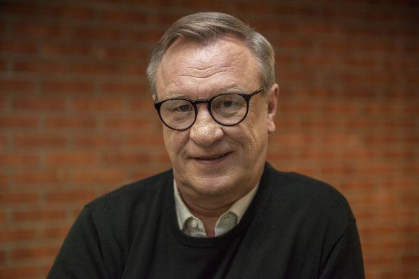 Esko Kovero, 60, on tunnettu suomalainen näyttelijä. Mies on näytellyt Ismo Laitelaa Salatuissa elämissä sarjan alusta asti.