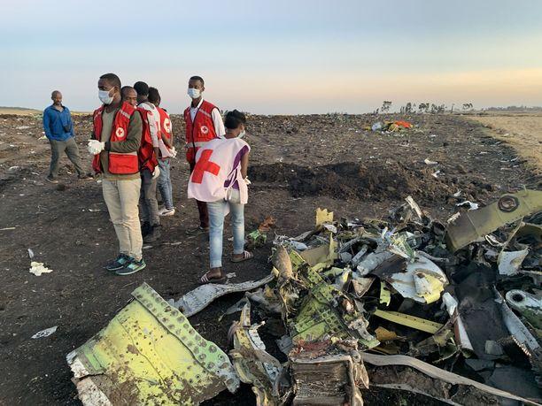 Kaikki koneessa olleet 157 ihmistä saivat surmansa, kun Ethiopian Airlinesin kone putosi sunnuntaina maahan pian nousun jälkeen lähellä Addis Abebaa.