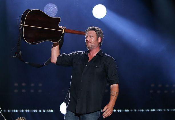 Blake Shelton keikalla Nashvillessa kesäkuussa.