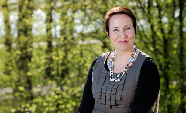 Suvi-Anne Siimes jätti Libera-säätiön hallituksen.