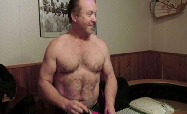 Teuvo Hakkaraisen kroppa on kouliintynyt sahurin ammatissa.