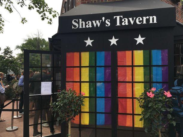 Valvojaiset pidettiin ShawŽs Tavernissa.
