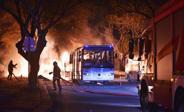 Ankarassa tapahtuneessa autopommissa on kuollut ainakin 18 ihmistä.