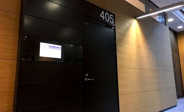Tapauksen käsittely jatkuu perjantaina Helsingin käräjäoikeudessa.
