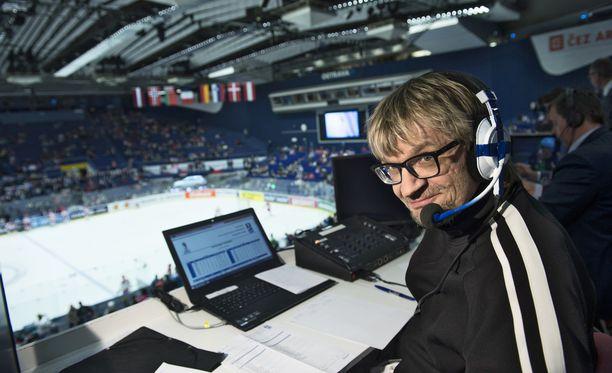 Antero Mertaranta on Suomen tunnetuin jääkiekkoselostaja.