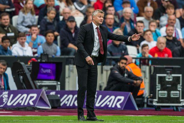 Ole Gunnar Solskjærin luotsaama Manchester United on putoamassa kärkiseurojen vauhdista Valioliigassa.