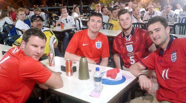 Foxy, Josh, Matt ja Jack eivät masentuneet Englannin putoamisesta.