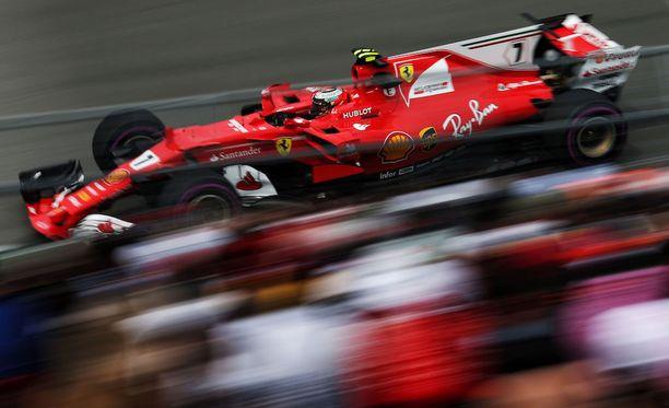 Kimi Räikkönen sai lentävän lähdön GP-viikonlopulleen.