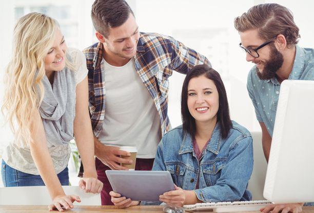 Korkeakoulutetut nuoret arvostavat monipuolisia työtehtäviä.