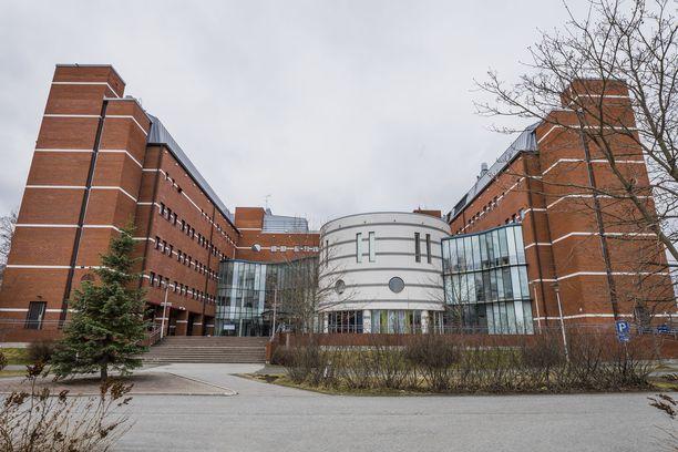 Poliisi tutkii tappoa Kuopiossa. Kuvassa poliisitalo.