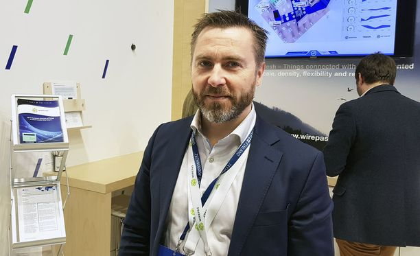 Wirepasin toimitusjohtaja Teppo Hemiä Barcelonan mobiilimessuilla.