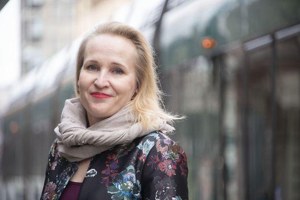 Valtakunnansovittelija Minna Helle siirtyy kesäkuun alussa Teknologiateollisuuden palvelukseen.
