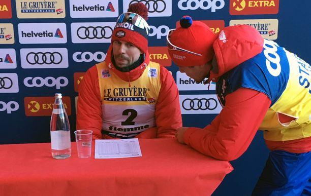 Sergei Ustjugov (vas.) ja Venäjän tulkki Maksim. Kuva Tour de Skiltä.