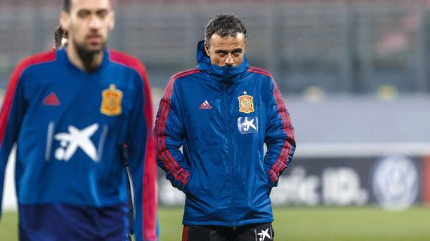 Luis Enrique suuntasi takaisin Espanjaan.