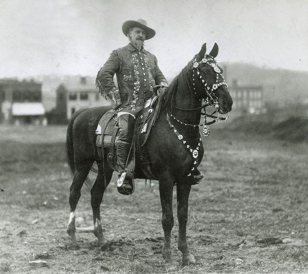 Buffalo Bill esiintymisasussaan.
