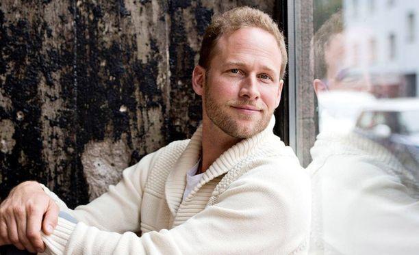 Lorenz Backman on kärsinyt kahdesti uupumuksesta. Nyt hän luennoi aiheesta ympäri Suomen.
