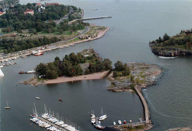 Uunisaaren valvottu uimaranta on lapsiperheiden suosiossa.