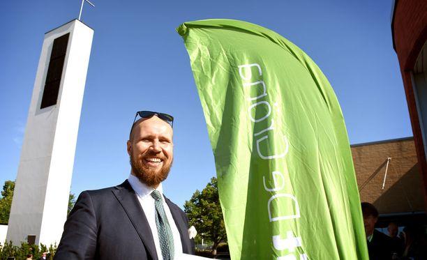 Vihreiden puheenjohtaja Touko Aalto saa kouluarvosanaksi kahdeksan vihreiden piirijohtajilta. Aalto vihreiden puoluekokouksessa Vantaalla kesäkuussa.