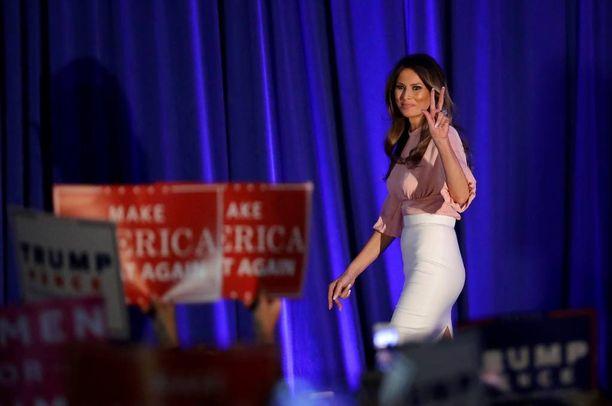 Miestään 24 vuotta nuorempi Melania Trump on yhä mallin mitoissa.