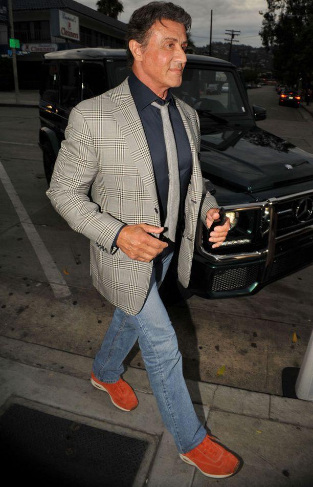 Stallone oli pukeutunut tyylikkäästi tyttärensä syntymäpäiville.