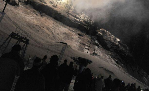 Vihti Ski Center on joutunut rikosoikeudenkäyntiin väitetysti laittomasta rinneprojektistaan. Arkistokuva keskuksen 25-vuotisjuhlasta.