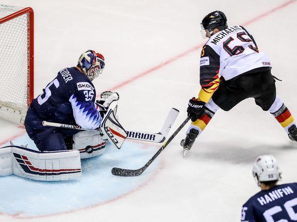 Saksalla oli 1–1-tilanteessa paikkoja siirtyä uudelleen johtoon, mutta Marc Michaelis (kuvassa) eivät onnistuneet maalinteossa.